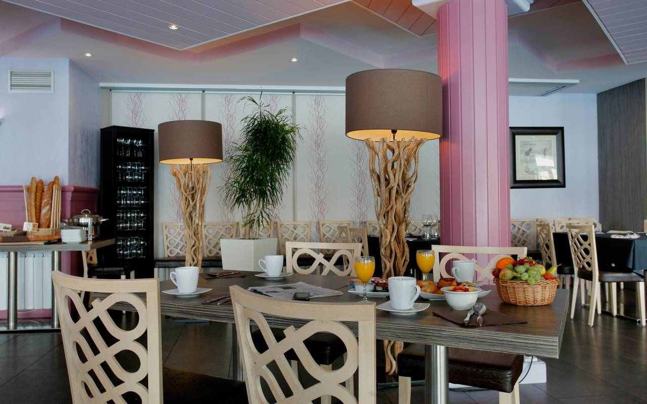 Restaurant of the luxury hotel in Picardie