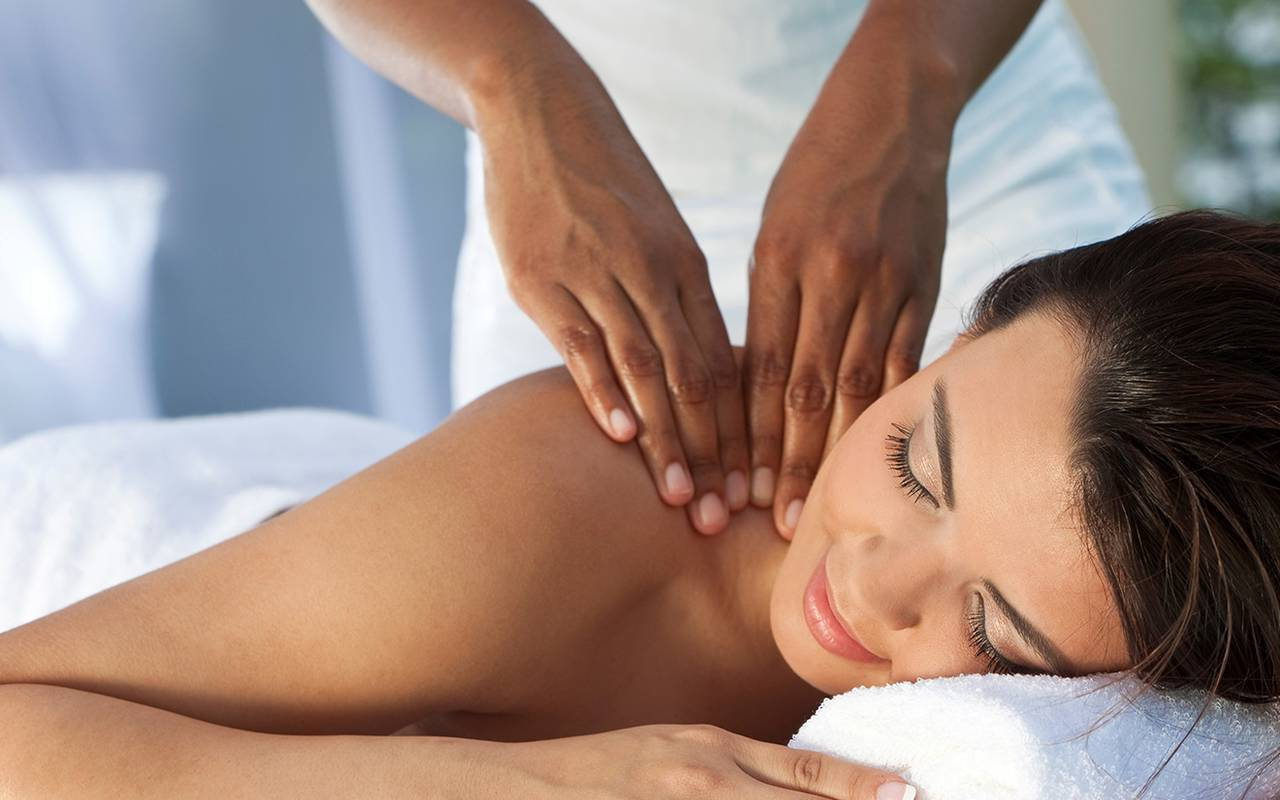 Massage at the spa of the 4-star hotel in Picardie