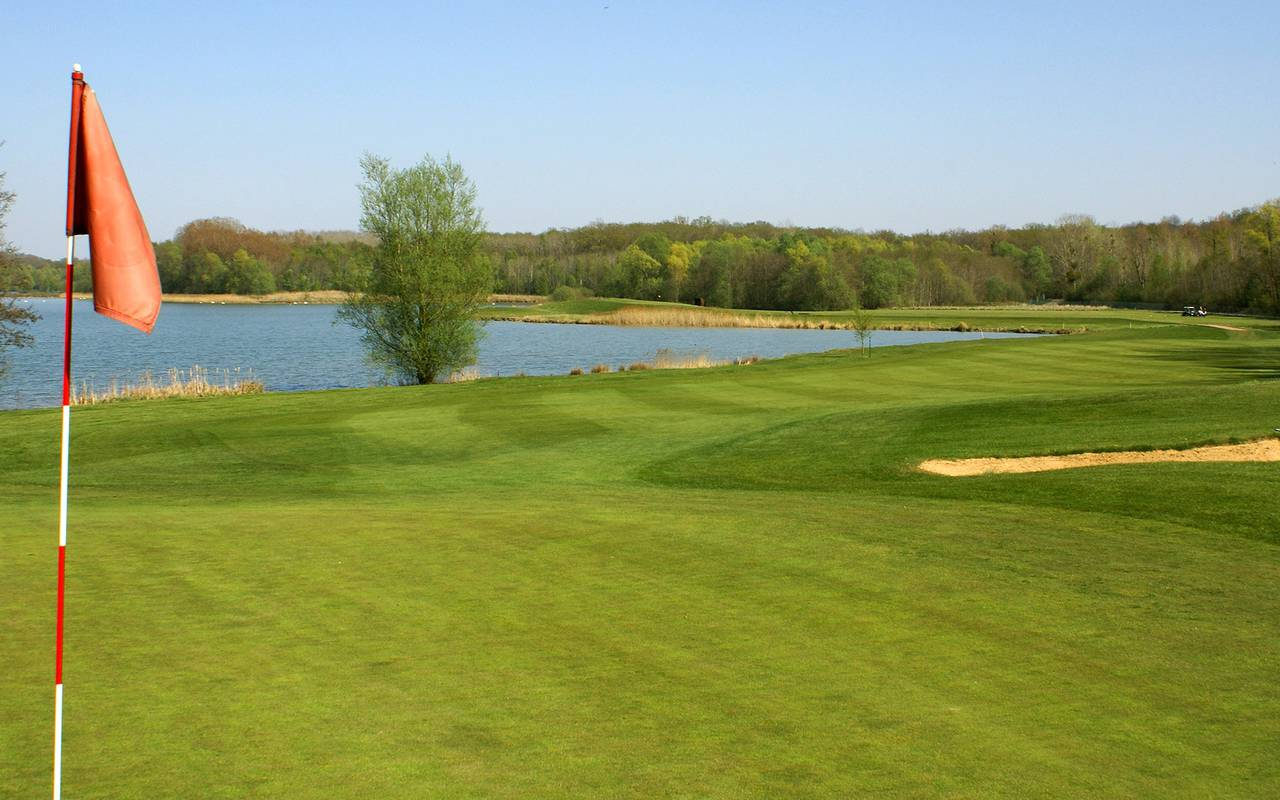 Golf of the luxury hotel in Reims