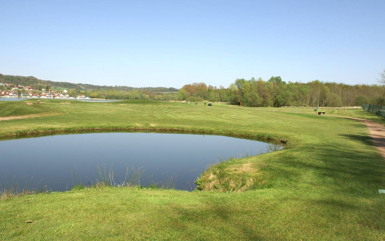 Golf of the luxury hotel located in Picardie
