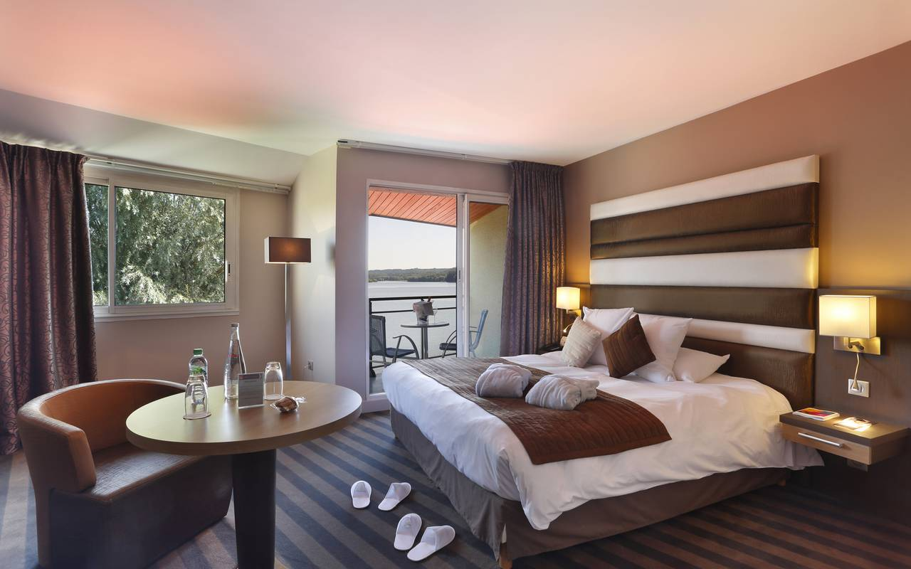 Hotel room with pool in Picardie