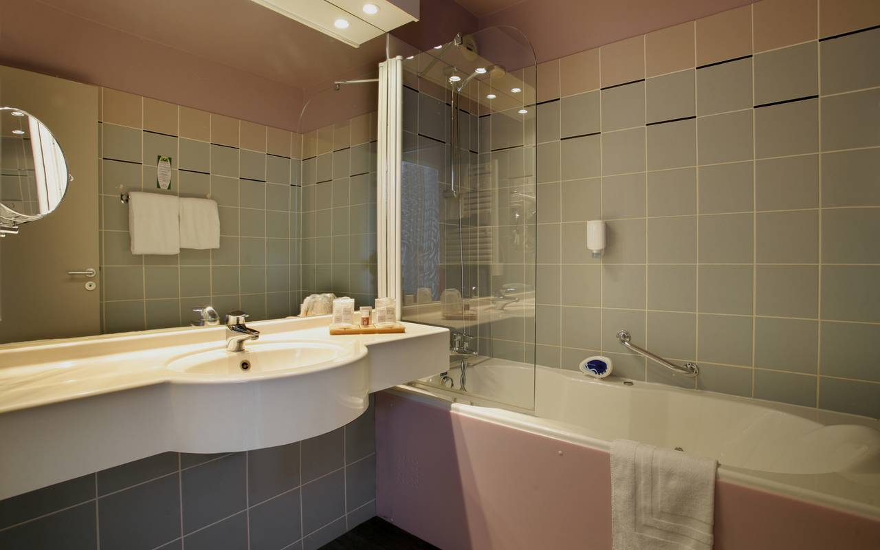 Bathroom, the luxury hotel in Reims