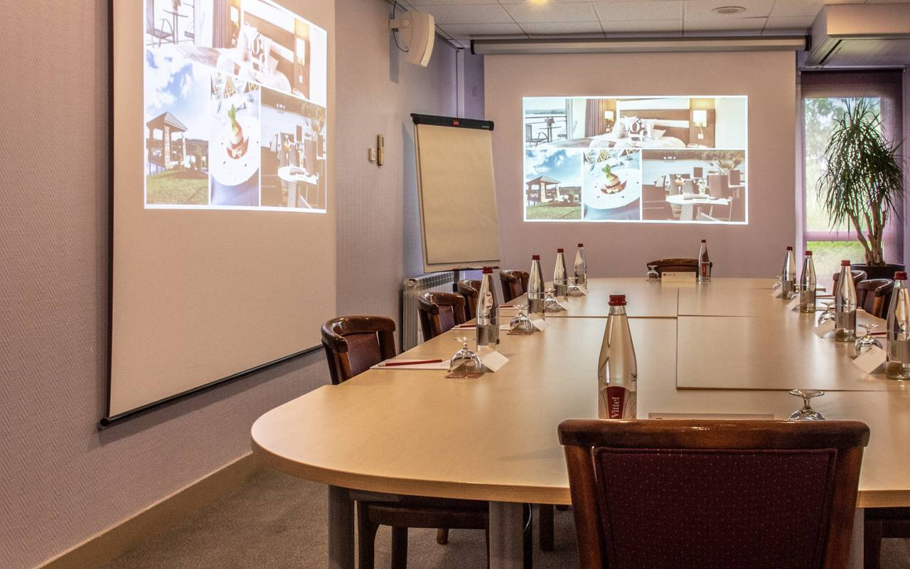 Seminar room fully equipped hotel Aisne