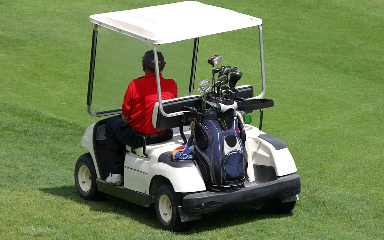 Voiturette du golf de l'hôtel 4 étoiles de charme en Picardie