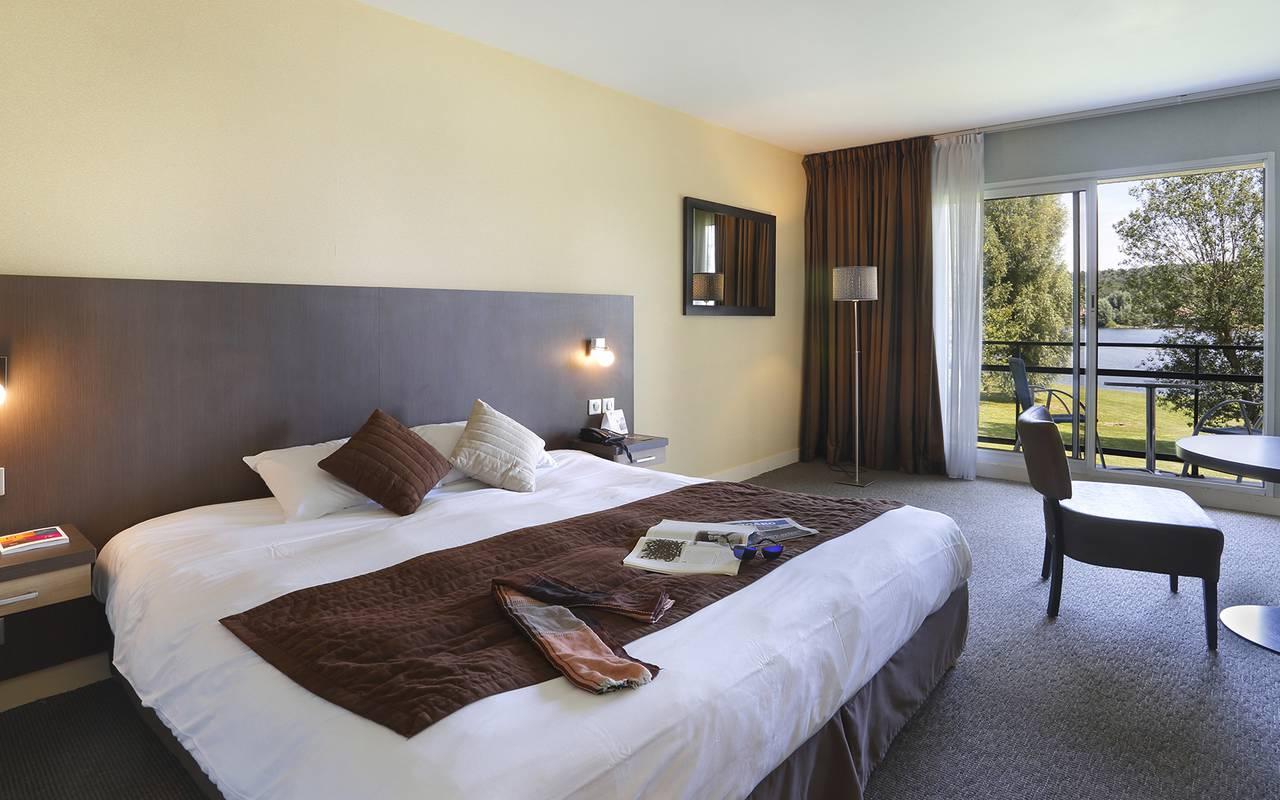 Chambre vue sur le lac à Reims à l'hôtel de charme