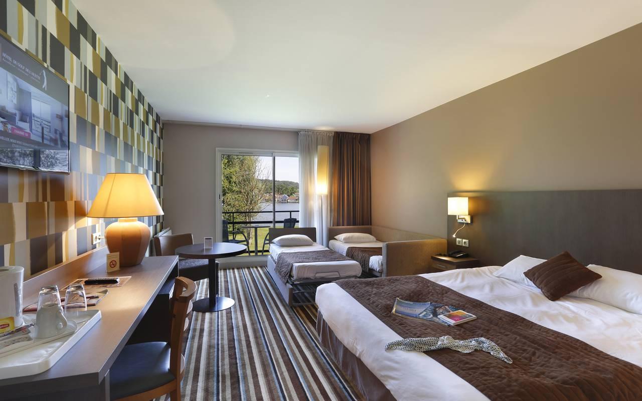 Chambre familial à l'hôtel avec piscine à Reims