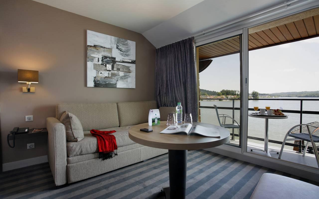 Coin salon de la chambre élégance à l'hôtel 4 étoiles en Picardie