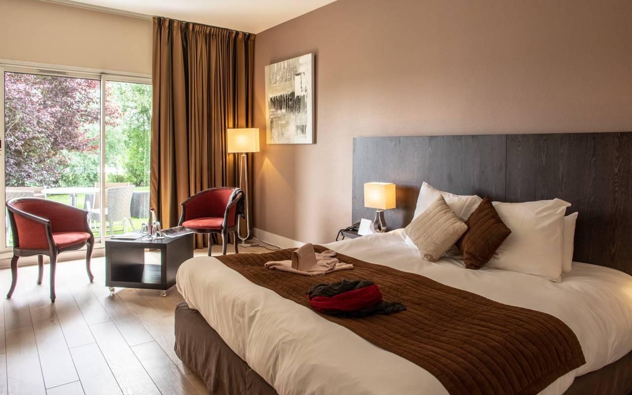Chambre lumineuse hôtel Aisne séjour de charme