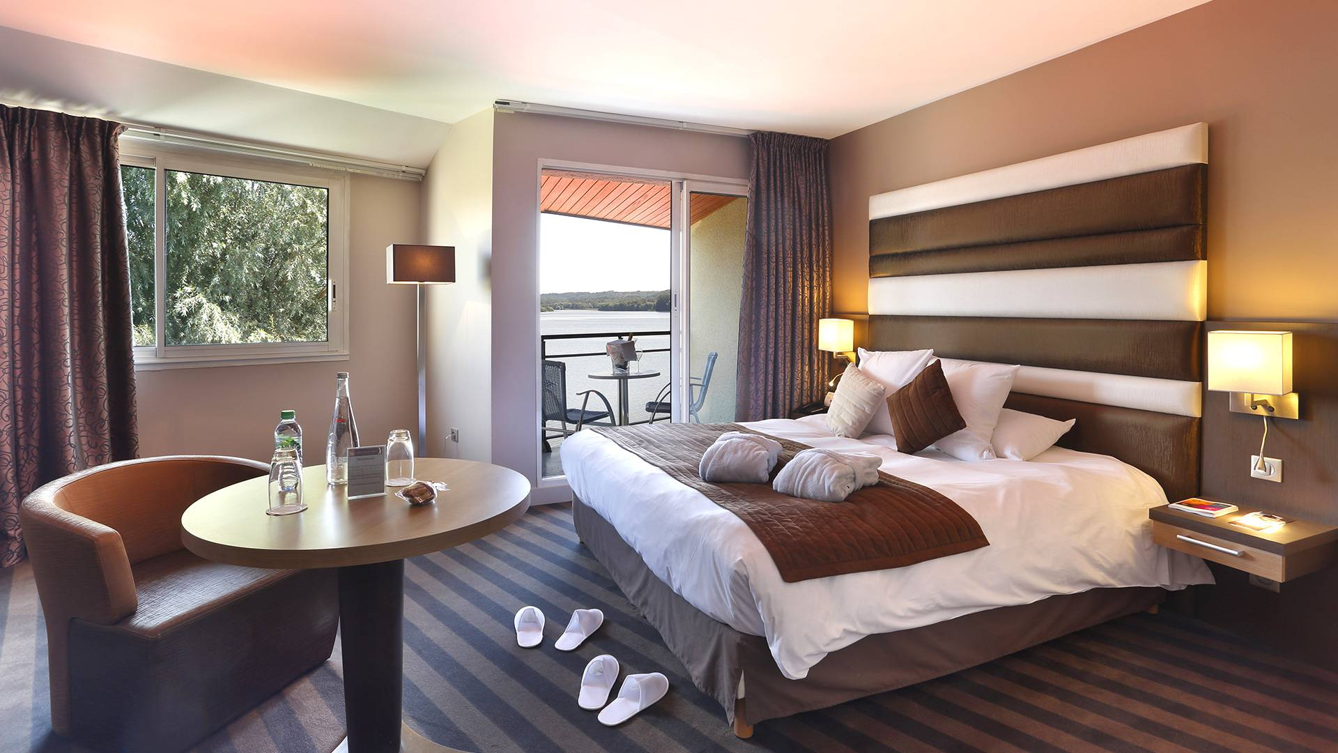Chambre D Hotel Avec Baignoire Balnéo