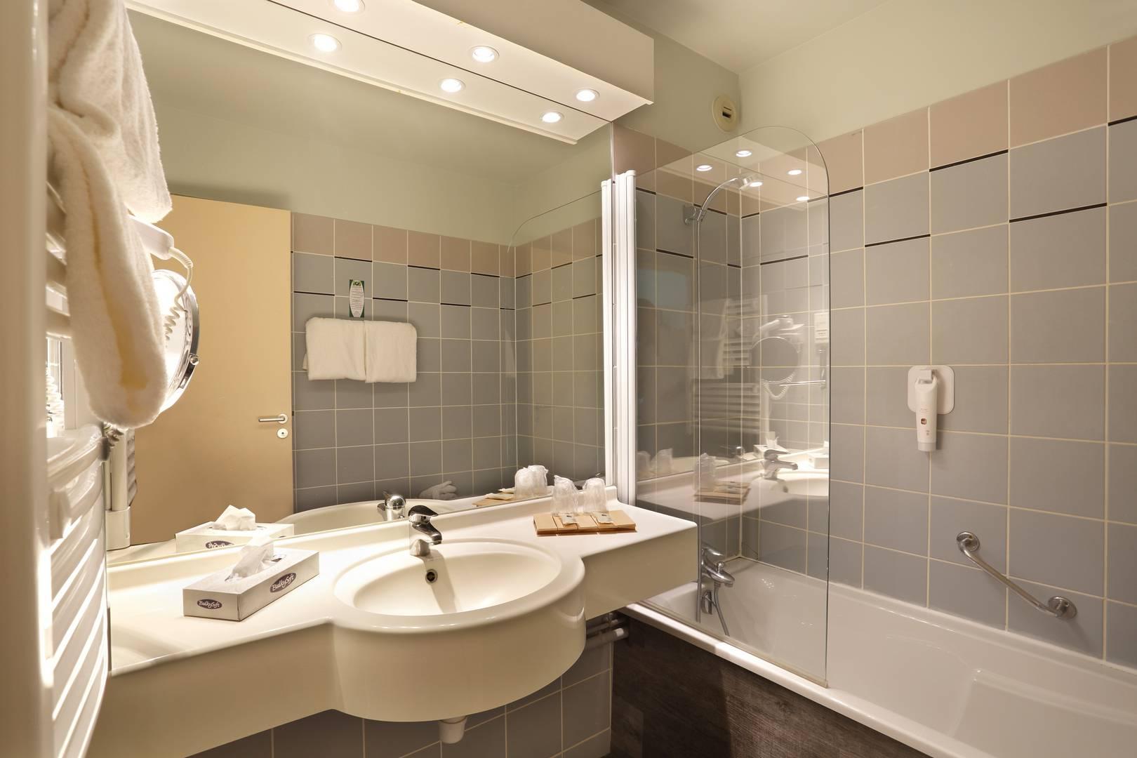 Salle De Bain Famille hotel spa reims : chambre famille, chambre avec vue sur le lac